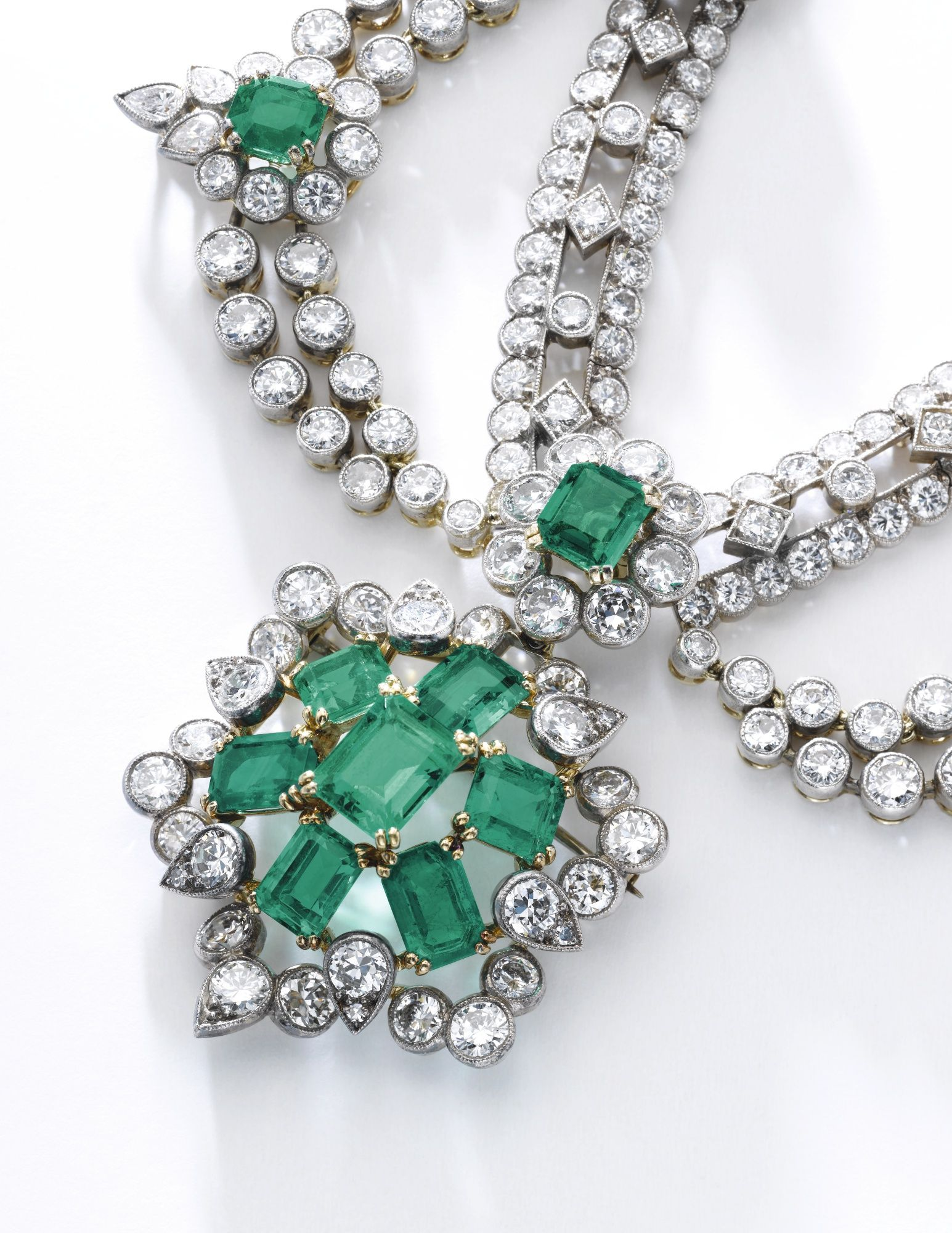 a set diamond pin step spray and cut with of brilliant design brooch emerald
