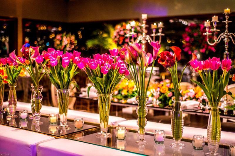 Muitas tulipas e velas para a decoração de Tissi Valente - Foto Filico