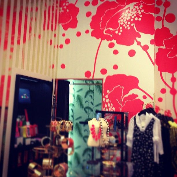 The Florence Broadhurst wallpaper @katespadeny store in Glendale is INSANELY amazing!