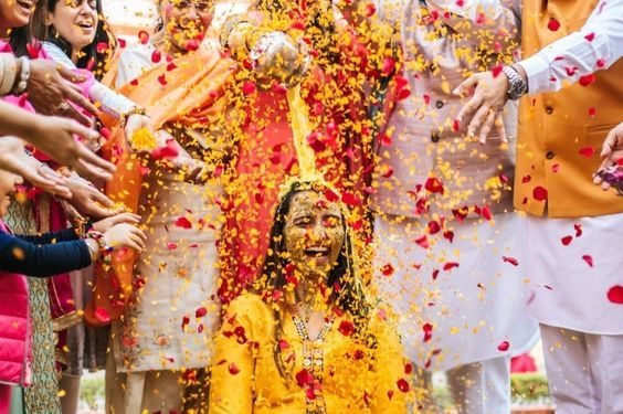 38 Must Try Haldi Ceremony Photoshoot Ideas By Raw Photography Indian Wedding Photography Poses Haldi Ceremony Wedding Photography Poses
