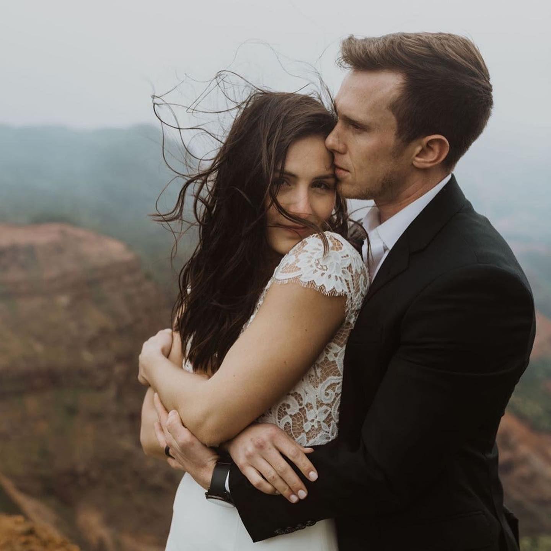 Cuddles in 2020 St louis wedding, Wedding modern