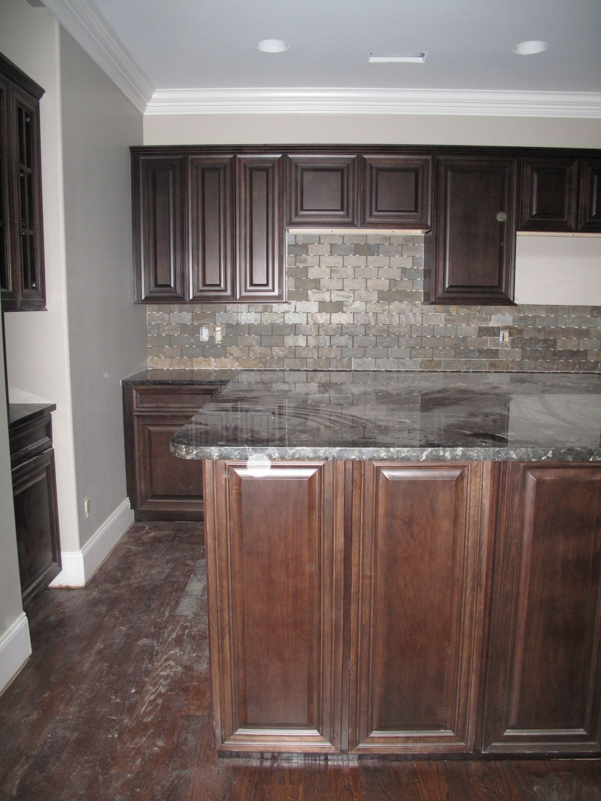 Fabulous Dark Wood Kitchen Cabinet Set With Grey Stones Slate - Backsplash-designs-set