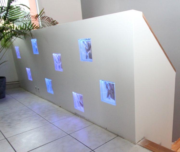 Garde corps avec briques de verre clair es bosch - Pose brique de verre fenetre ...