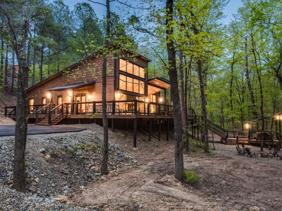 Broken Bow Vacation Cabins Rustic Hollow 2 Bedroom Accommodates Up To 6 Guests Pet Friendly Wifi Hot Tub Luxury Cabin Cabin Outdoor Fire