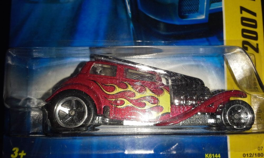 HOT WHEELS 2007 NEW MODELS STRAIGHT PIPES (DK RED)