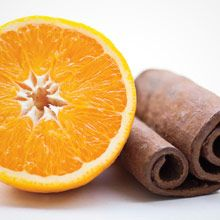 Kaneli & appelsiini Herkullista & mehevää Löydä Laosin metsistä kerätyn kanelin puhdas, lämmin mausteisuus. Häivähdys mehukasta appelsiinia tuo tuoksuun raikkautta ja juhlavuutta.