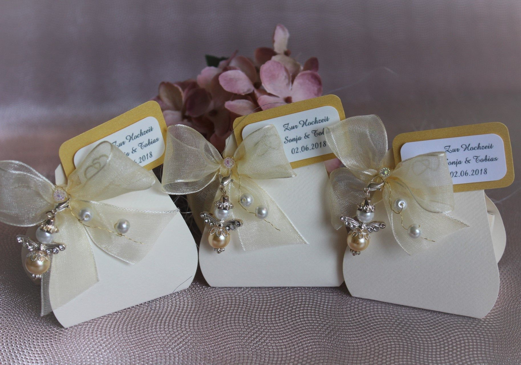 5 Gastgeschenke Engel Mandeln Glucksbringer Personalisiert Hochzeit Taufe Kommunion In 2020 Personalized Valentines Angel Gifts Valentines Day Teddy Bear