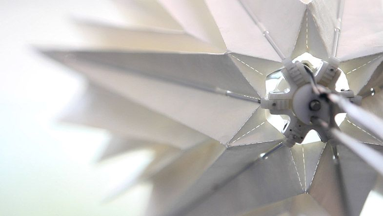 Diffusion Choir, la scultura cinetica che imita il volo degli uccelli