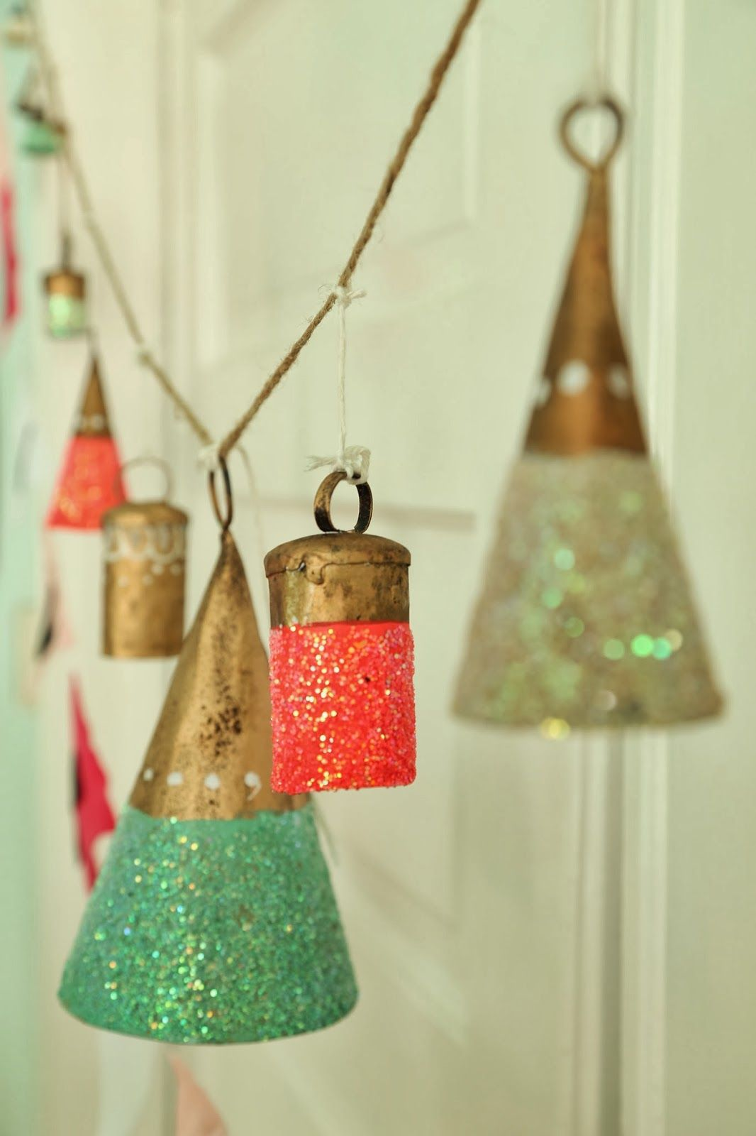 Free People Glitter Bells Used As Charming Wedding Decor Brenda