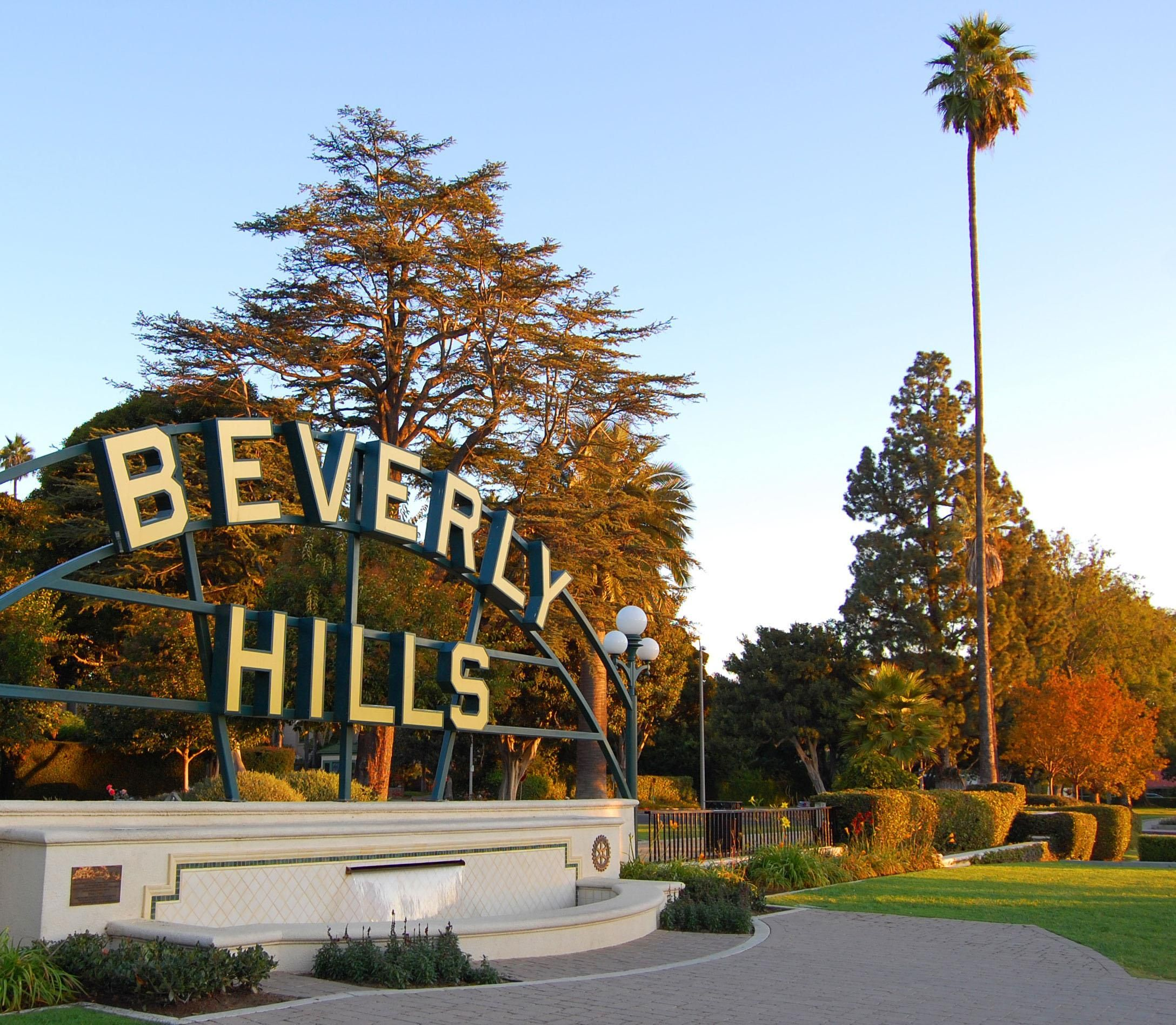 Beverly Gardens Park   Beverly hills sign, California travel, Los angeles  travel