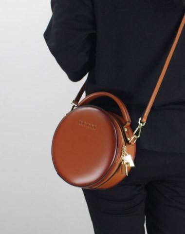 a1a881320 Overview: Design: Vintage Leather Women Shoulder Bag Round BagIn Stock: 4-5  days For MakingInclude: Only Shoulder BagCustom: NoColor: White, Black, ...