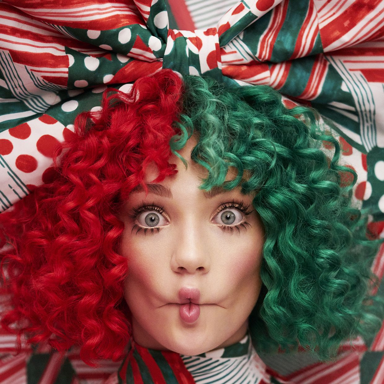 Sia Reveals 'Everyday Is Christmas' Cover, Track List
