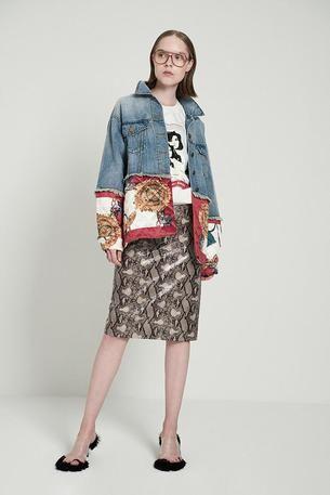 963b49235c53 Der Scarf-Print Trend  Styling-Tipps für den Alltag + Outfit-Idee ...