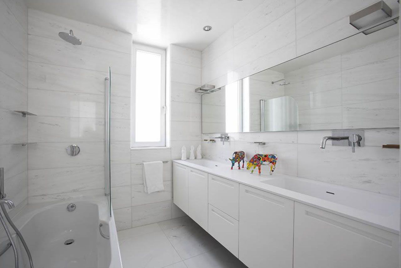 20 Flawless All White Bathroom Designs | Bathrooms | Pinterest ... on
