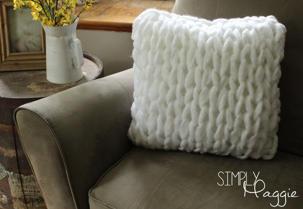 One Hour Arm Knit Pillow Pattern - Simply Maggie | simplymaggie.com