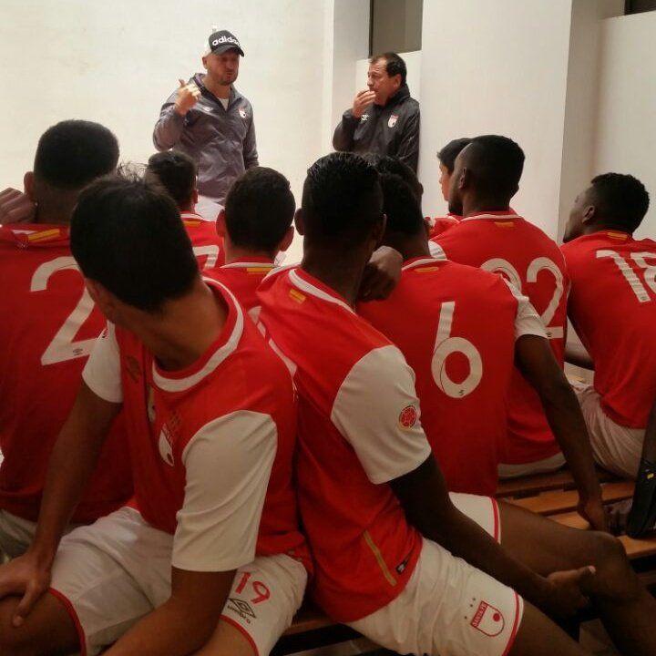 RT @SantaFe: #DivMenores Nuestra Sub20A en charla técnica previa al juego vs La Samba por el Torneo Nacional de la categoría https://t.co/RSoHAxfxLF