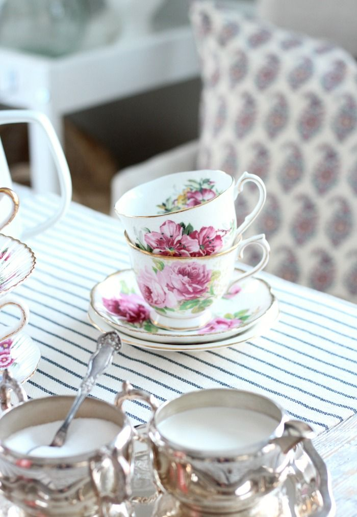 Decorating with Thrift Store Finds - Shopping & Styling Tips #thriftstorefinds