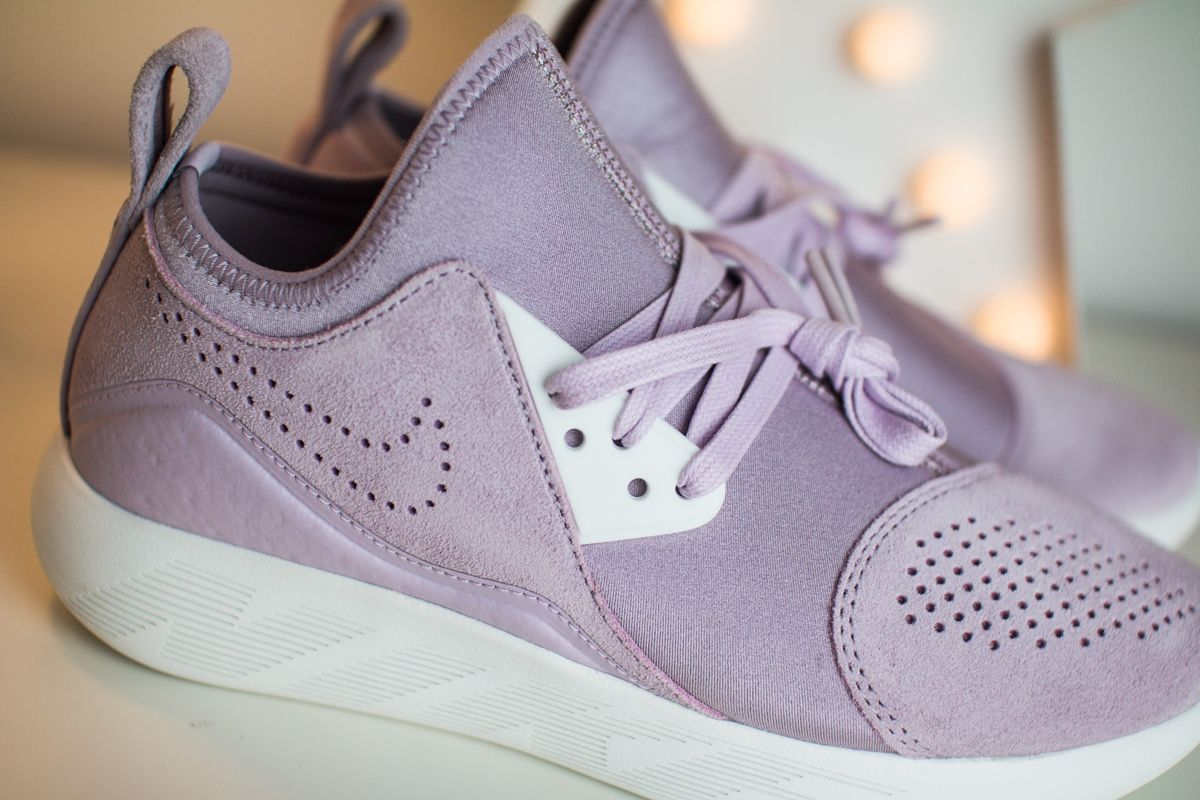 Apariencia Intolerable impresión  Nike #LUNARCHARGE Iced Lilac | Girls sneakers, Sneaker collection, Sneakers