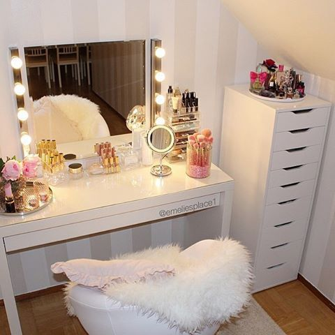 Curled Up In Bed Sick Admiring Some Makeup Vanity Inspo Via Emeliesplace1 I Am In The Process Of Decorating My B Room Inspiration Glam Room Beauty Room