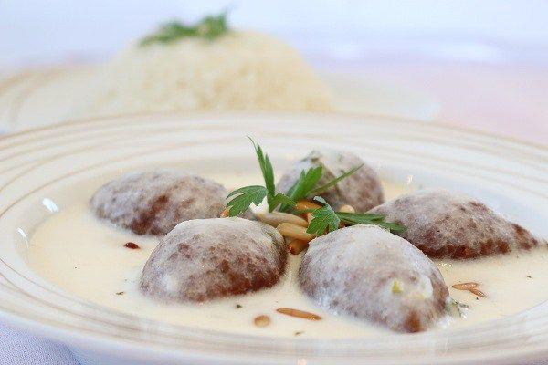 طريقة عمل الكبة اللبنية على الطريقة الشامية طريقة Recipe Middle Eastern Recipes Food Mediterranean Recipes
