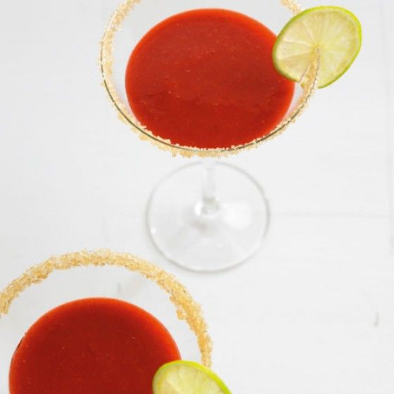 die besten 25 erdbeer cocktail ideen auf pinterest bowle mit alkohol cocktails mit gin und. Black Bedroom Furniture Sets. Home Design Ideas