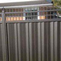 cloture intime argent veine   Private steel silver fence    Clôture Boucher   450-516-0264