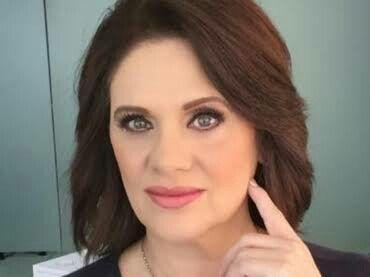 Erika BUENFIL como Angélica  A que no me dejas