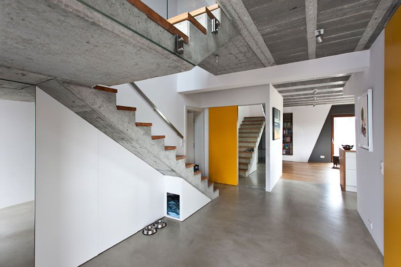 mode:lina architekci's beam and block house entry foyer