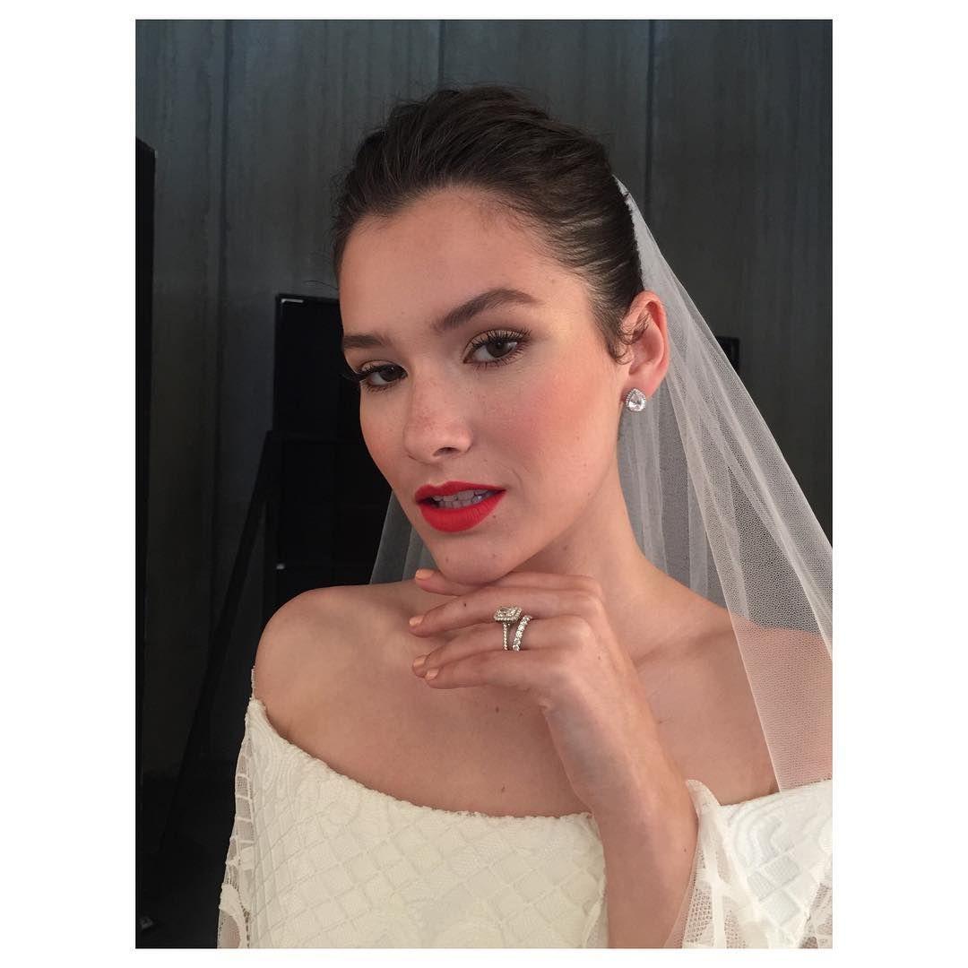 I love creating a modern classic makeup yesterday onset with @reaganangelo for an editorial with @completeweddingmagazine and @tim_robinson_photography  Using @giorgioarmanibeauty349 @benefitcosmetics @maccosmetics @ctilburymakeup  #weddingdress #weddingmakeup #weddingmakeupco #lashes #redlips #redlipstick #bridal #bridalmakeup #skin #foundation #highlights http://gelinshop.com/ipost/1521500515099712712/?code=BUddKhAF5zI