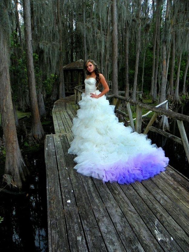 Vestidos de novia y morado