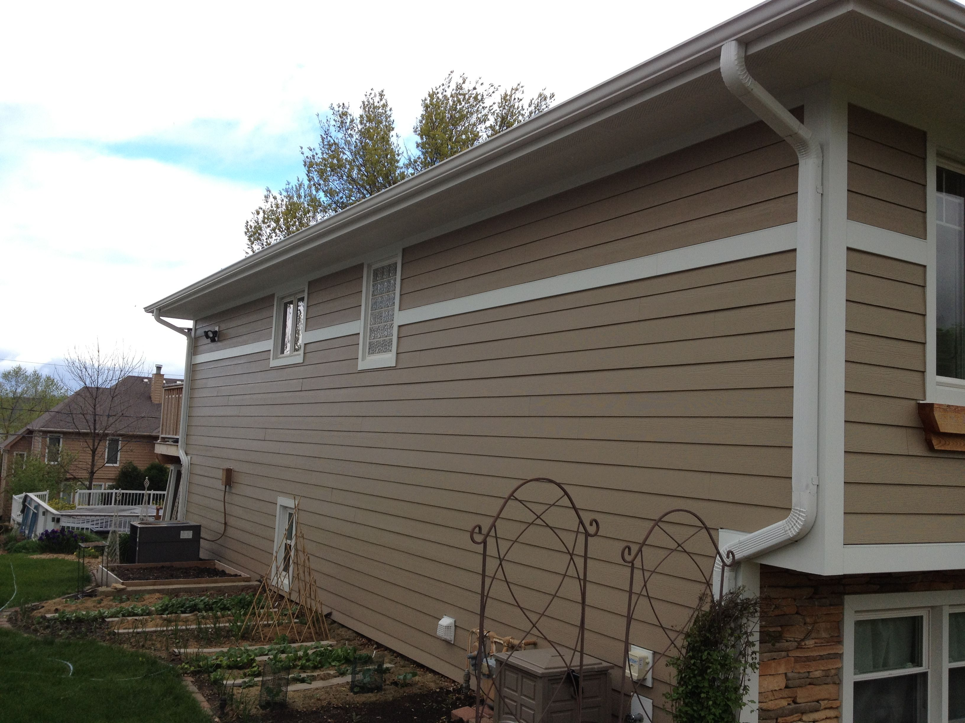 Plank Up The Wal With James Hardie Belly Band Wall Break House Exterior House Colors Hardie Plank