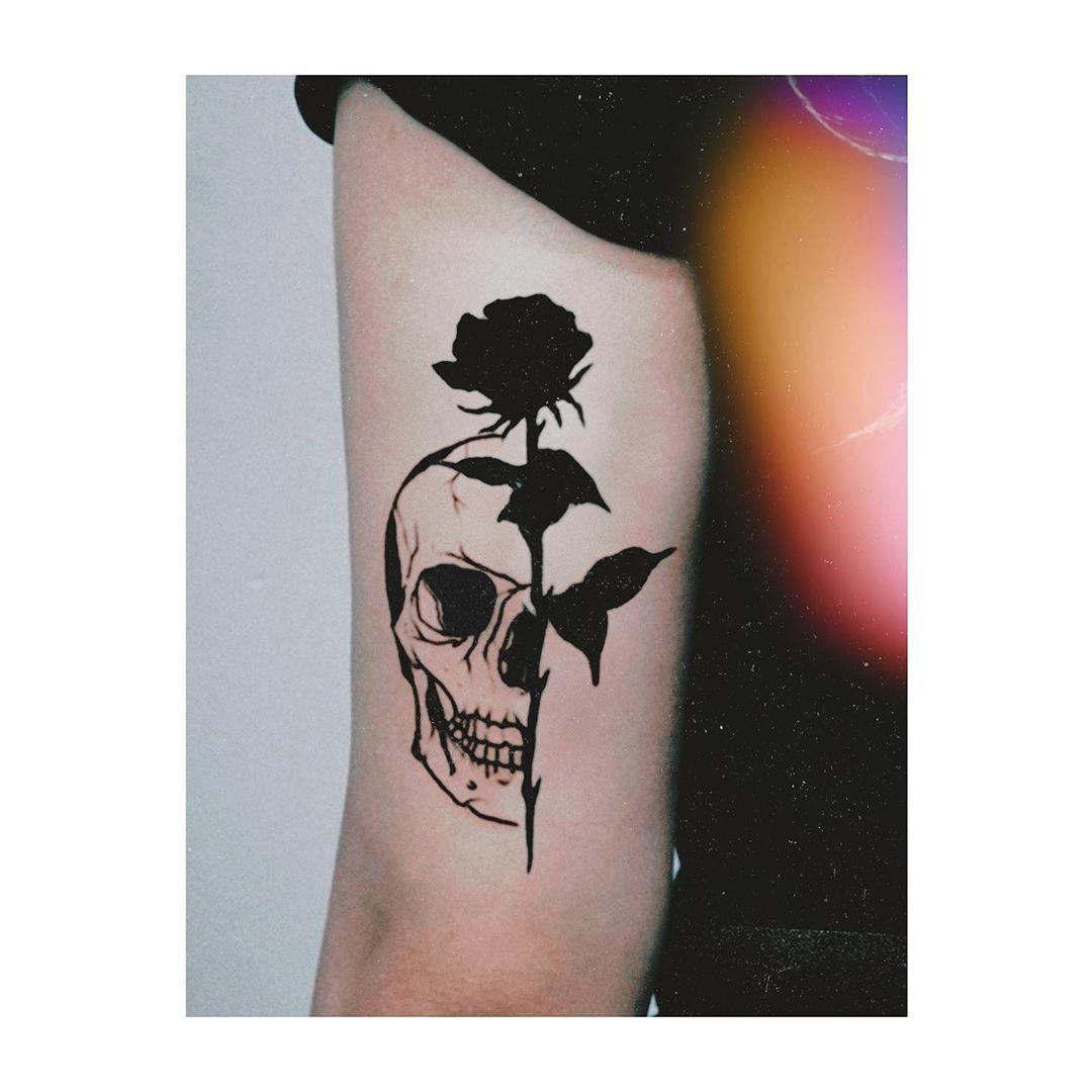 Old but Good. #blacktattooart #tattoolife #tattooitalia #tattooartist #traditionaltattoo #blackwork #illustration #black #inked #tatuaggi #tattooedgirls #tatuaggiroma #blacktattooart #art #tattooer #oldschool