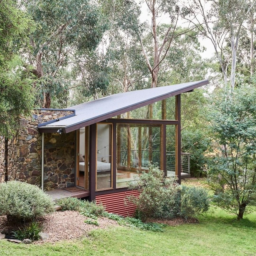 This 1940s Mid Century Home Located In The Middle Of Warrandyte State Park Near Melbourne Australia Has Had An House Exterior Architecture Mid Century House