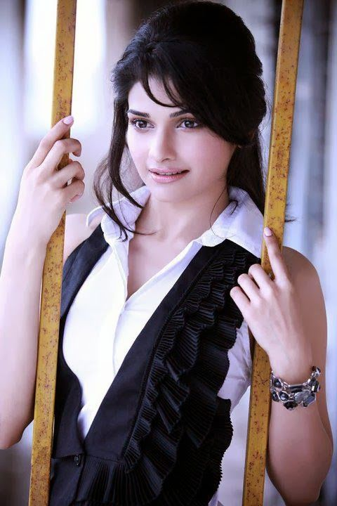Latest Gorgeous Photoshoot of Prachi Desai