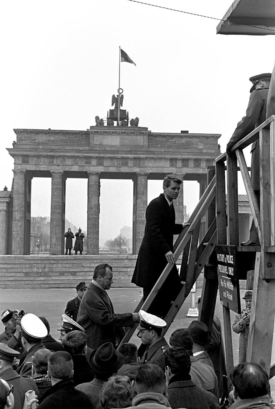 Pin Auf Cold War A Terrible Balancing Act