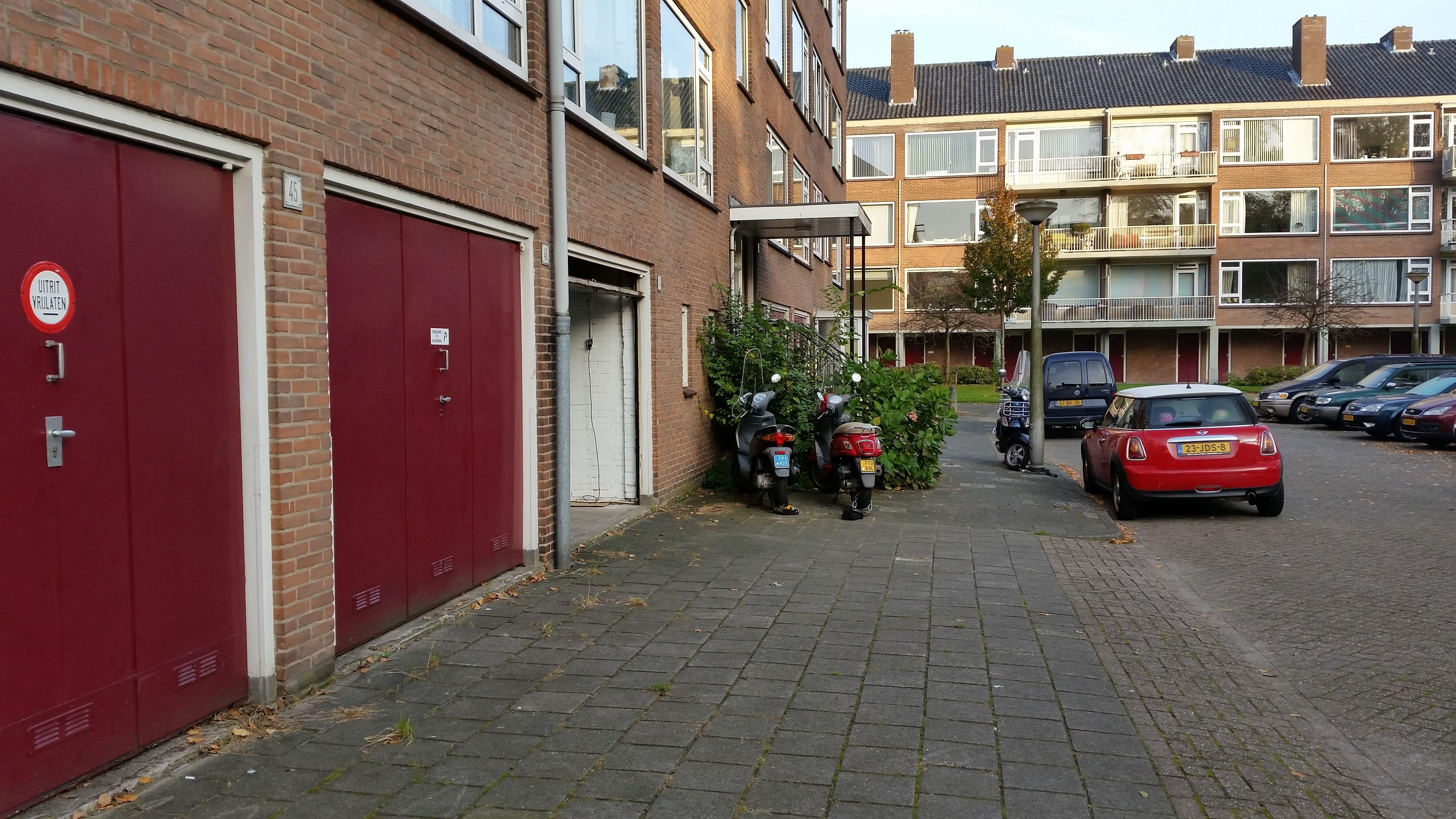 Garage Huren Amsterdam : Garage afgesloten knutselen klussen opslag privacy ruimte