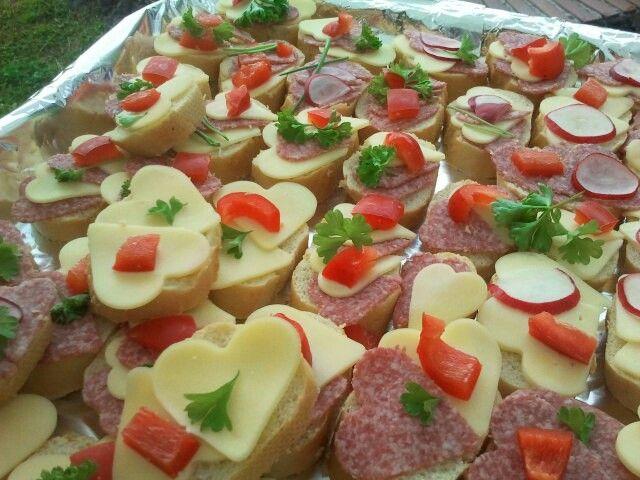h ppchen hochzeit foodporn herzen schnittchen wedding fingerfood cheese salami. Black Bedroom Furniture Sets. Home Design Ideas