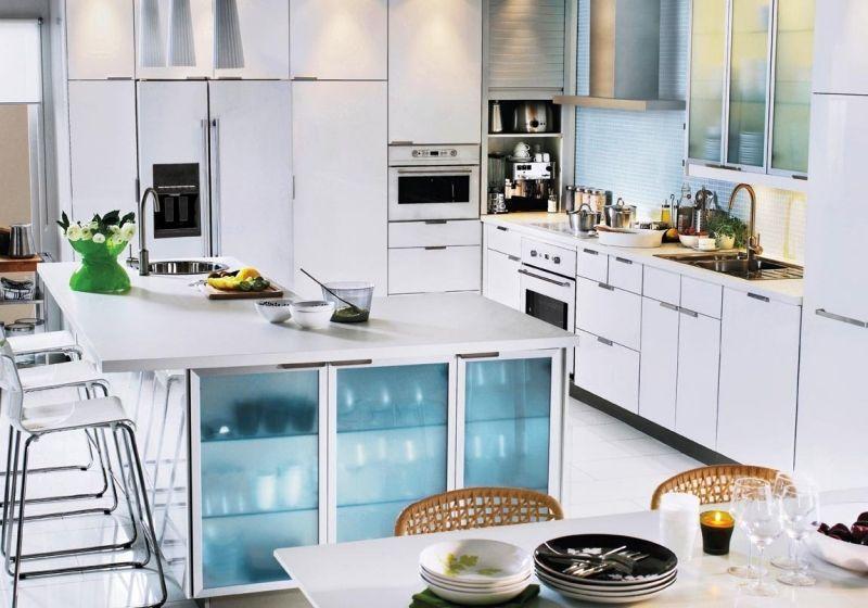 Captivating Moderne Weiße Küche   Kochinsel Aus Ikea Kallax Regalen Bauen