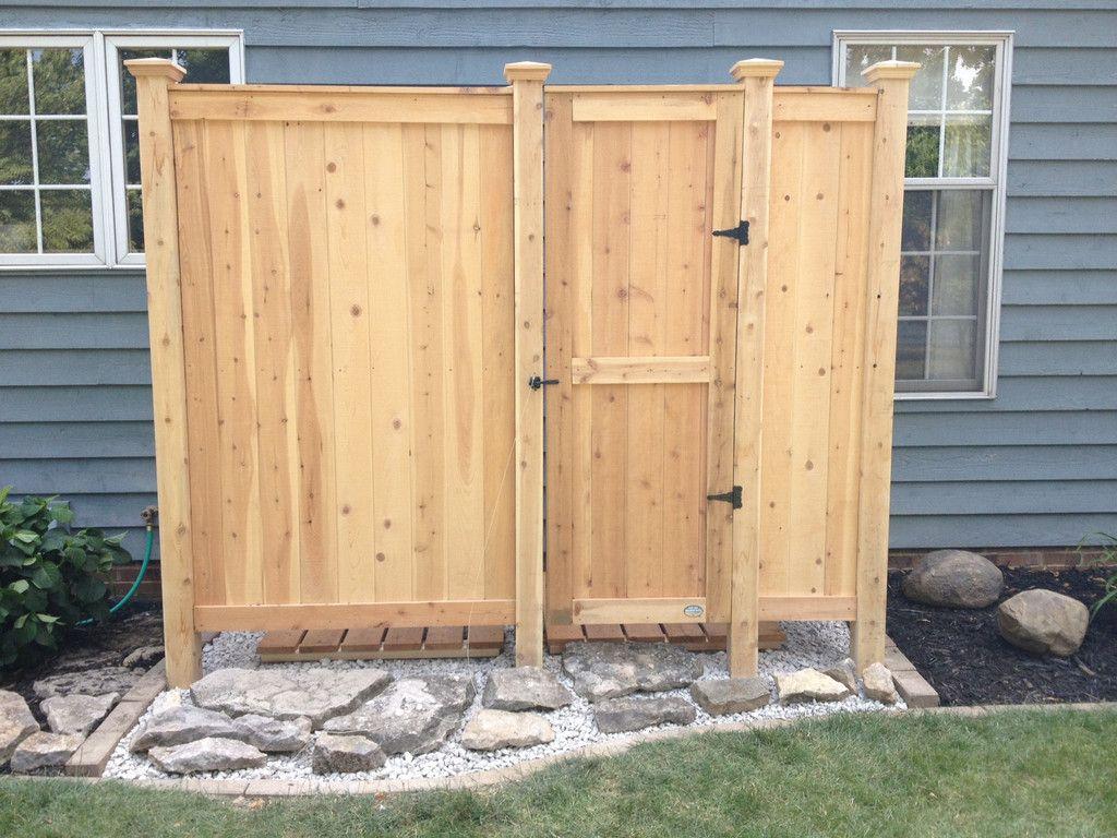 Outdoor shower deluxe free standing outdoor shower for Outdoor shower doors