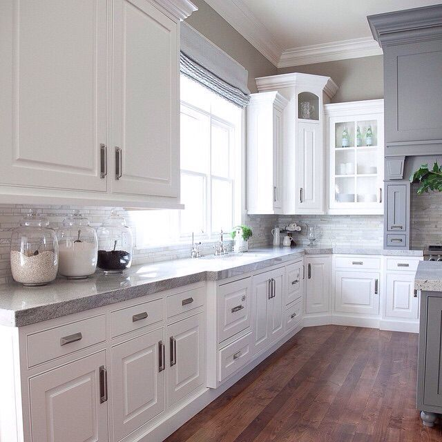 Kitchen Design Gray And White: Pin By Aparajita Dube On Wonderful White Kitchens In 2019