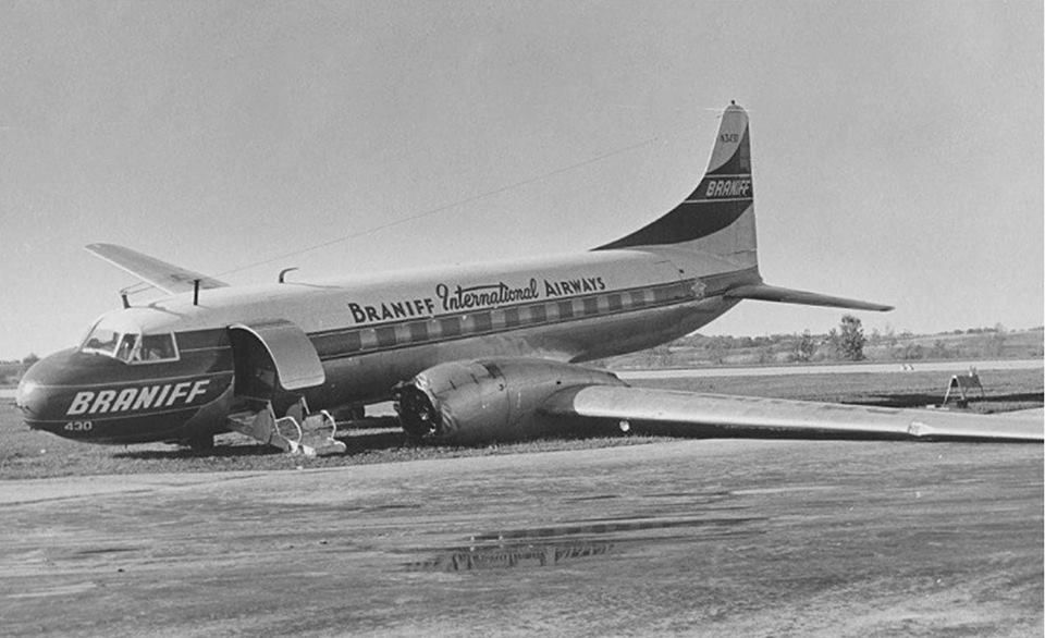 Braniff International Convair Cv 340 42 Super B Liner N3430 Looks Wounded After A