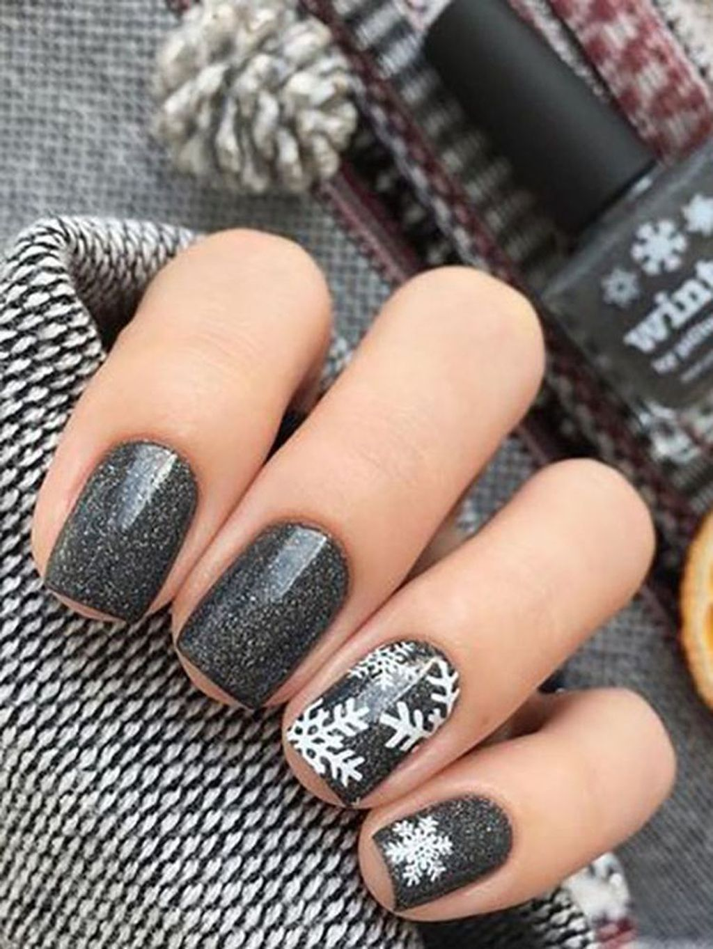 38 Lovely Winter Nails Design Ideas You Should Copy #holidaynails