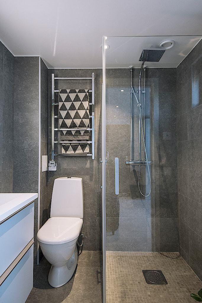 Peque a vivienda fuera de lo com n ba o ducha casa de - Banos de casas modernas ...
