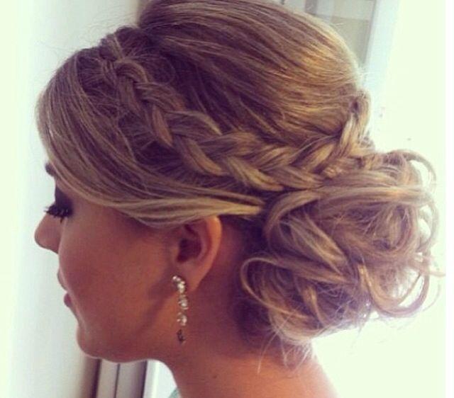 Penteado coque baixo com trança Penteado para noivas