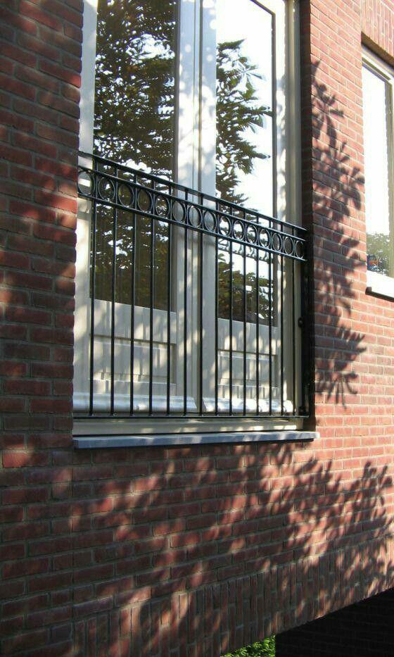 Balcony Window Grill Design: Frans Balkon Voor Het Slaapkamerraam