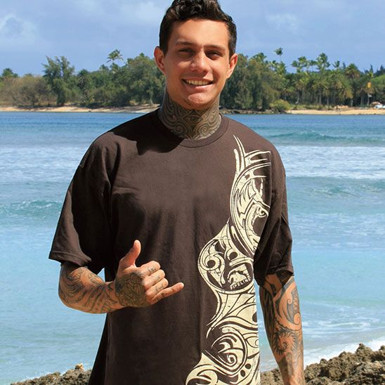 This Pipeline T Shirt Captures An Edgy Polynesian Tribal Tattoo Design That Resembles The Deep Culture Of Hawaiian Island Surf Outfit Hawaiian Tribal Cute Guys