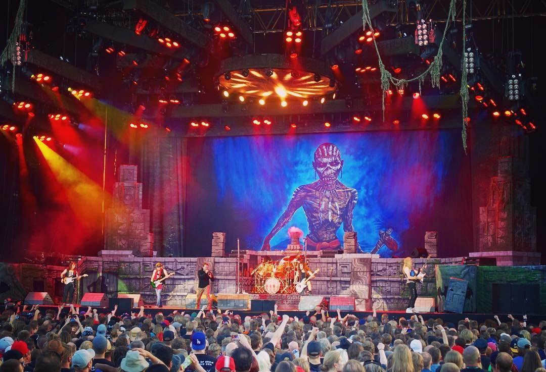 Tämän illan tunnelmasta vastasi Iron Maiden. Bändi oli aika kovassa tikissä mutta setti olisi saanut olla hieman pidempi. Kantolan tapahtumapuisto Hämeenlinnassa on ihan pirun hyvä paikka käydä katsomassa bändejä. Ei muuta kuin lisää esiintyjiä kiitos!