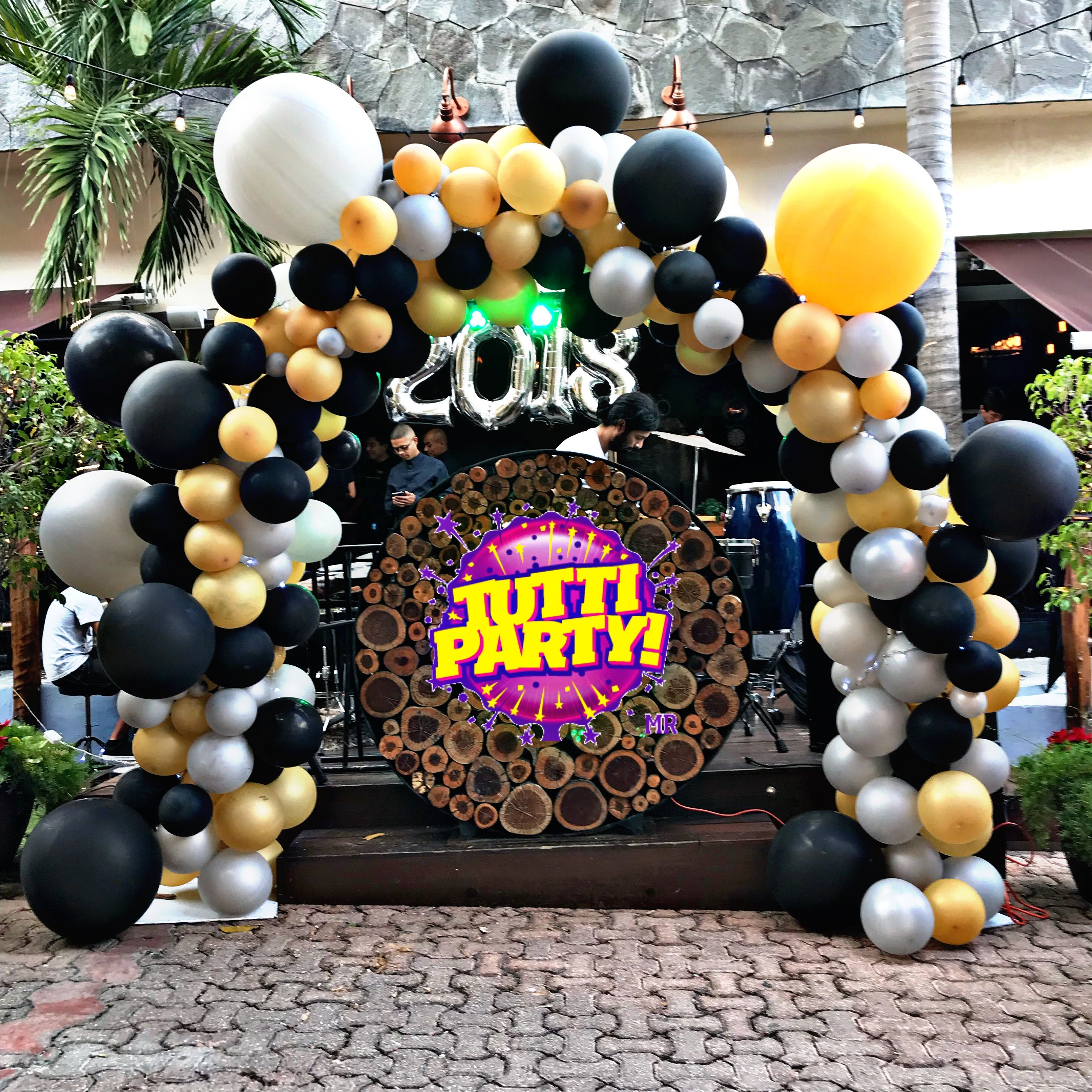 Big balloons arch decorations new years Eve