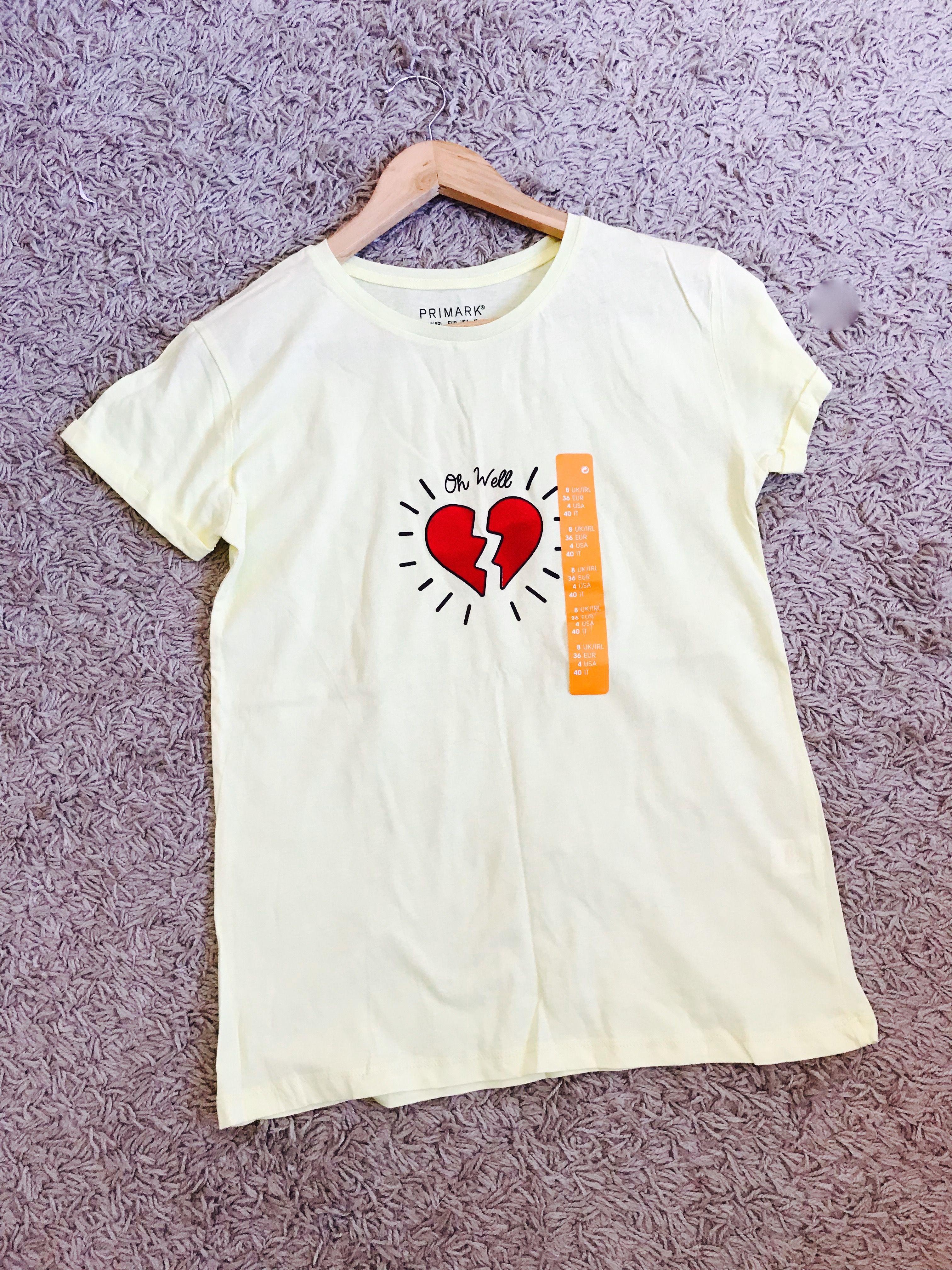 4d1664e684813 Teeshirt Primark Neuf avec étiquette Couleur jaune coeur rouge 📏 Taille 36   primark