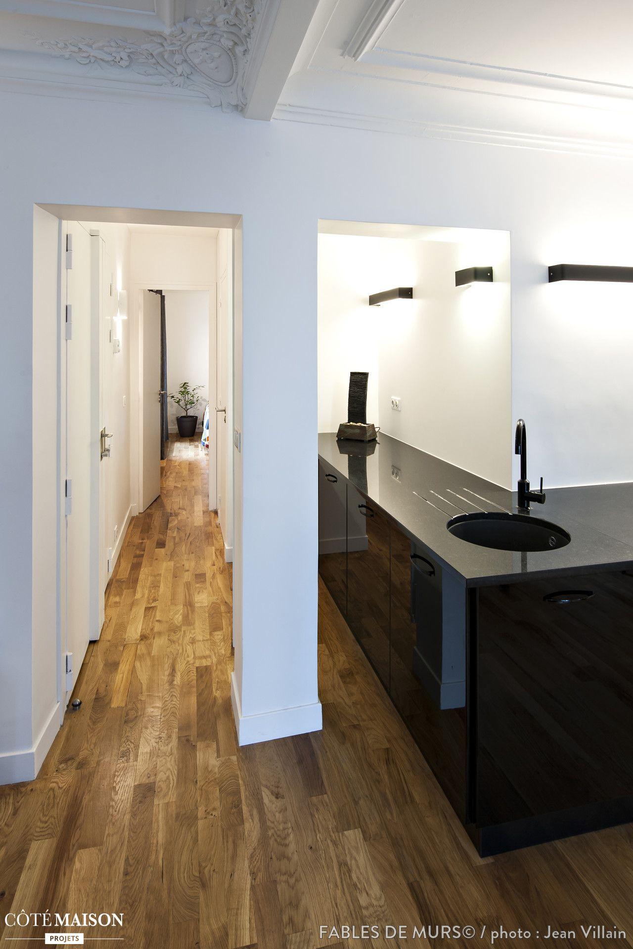Une Cuisine Couloir D Angle Dans Un Appartement Haussmannien Avec